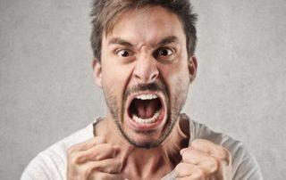 Rabbia repressa Uomo che urla